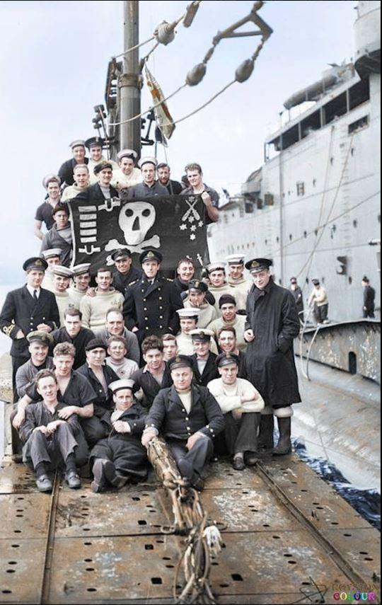 Les Jolly Rogers - Drapeaux de Pirates des Sous-Marins Britanniques Hms_th10