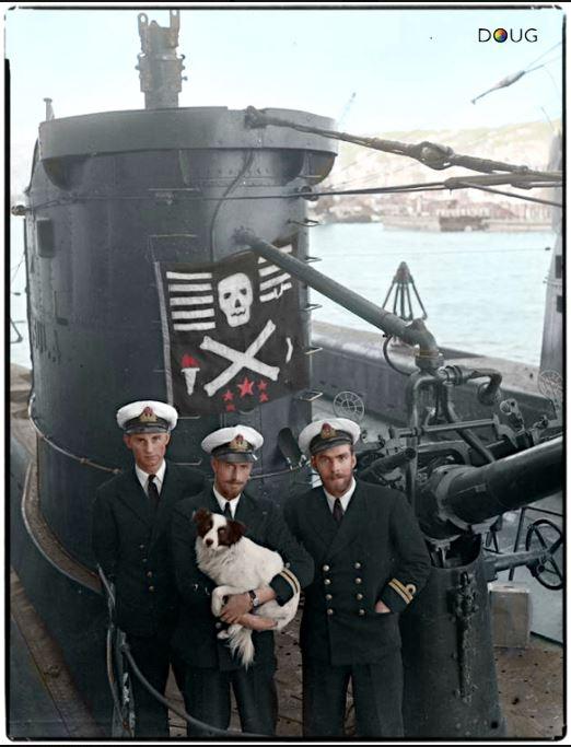 Les Jolly Rogers - Drapeaux de Pirates des Sous-Marins Britanniques Hms_ur10