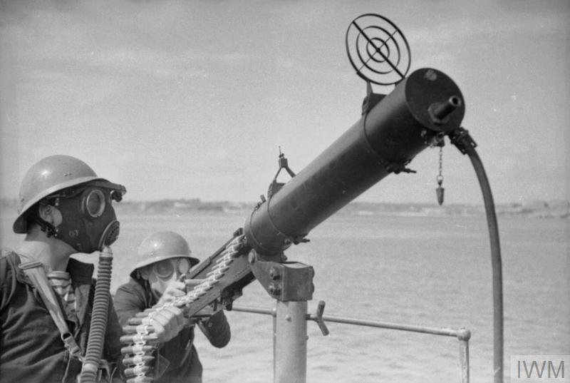 Excellentes photos FNFL de l'Imperial War Museum...bonnes idées de reconstitution à bord I10