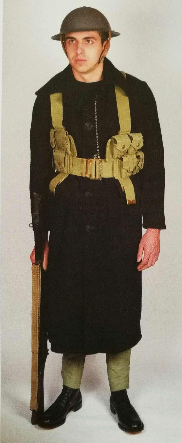 L'équipement en toile (webbing) de la RN : un Master at Arms de la RN Img_2022