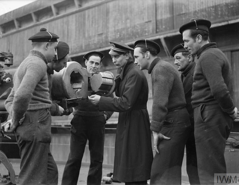 Excellentes photos FNFL de l'Imperial War Museum...bonnes idées de reconstitution à bord J10