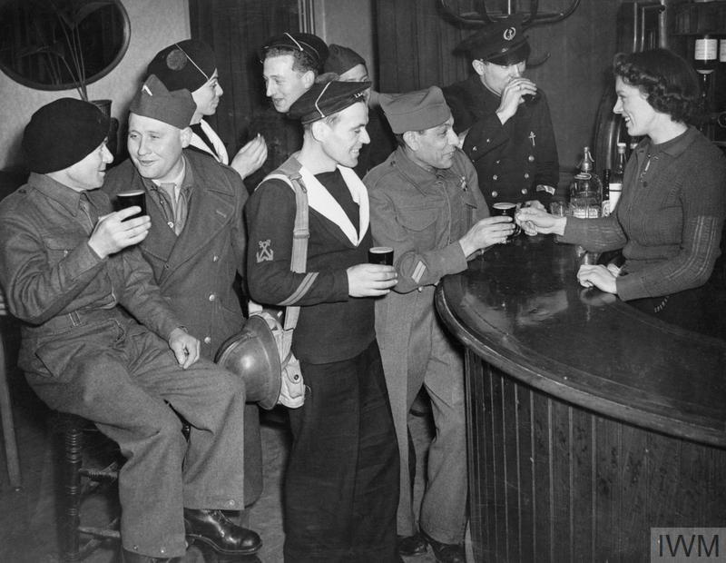 Excellentes photos FNFL de l'Imperial War Museum...bonnes idées de reconstitution à bord O10