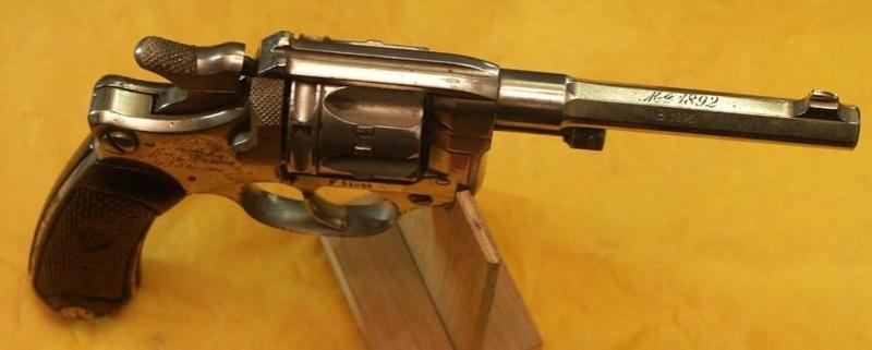 Le revolver Modele 1892 de Marine pour Officier St_eti13