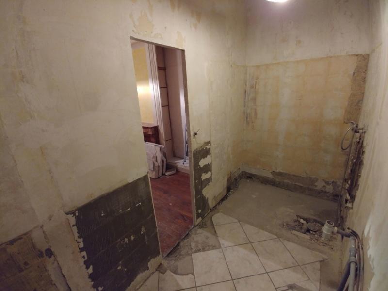 Pose d'un plancher de rangement au dessus de la salle de bain Salle_11
