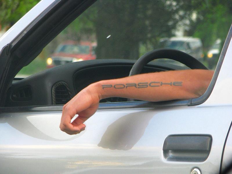 Porsche drôle/insolite - Page 6 58a02410