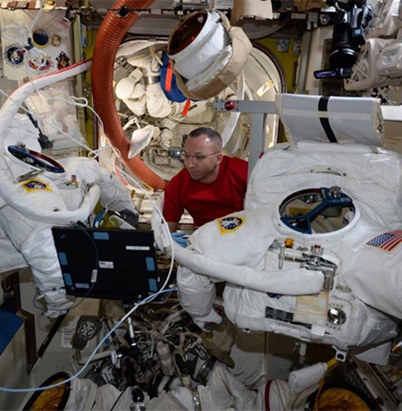 [ISS] - US EVA 44, 45 et 46 Randy_10