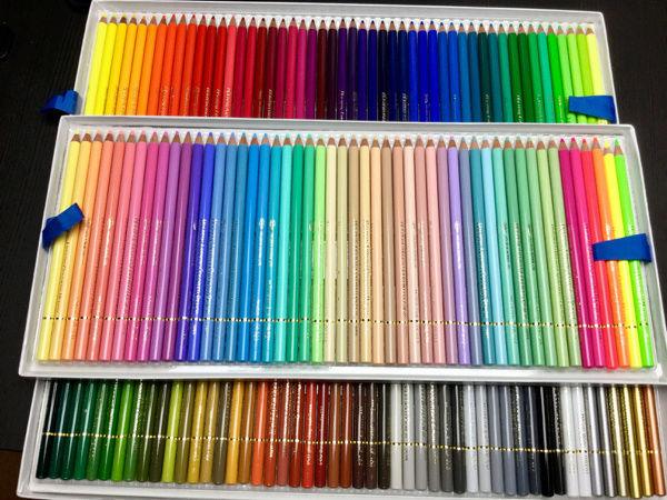 Crayons de couleurs dans les tons pastels Holbei10