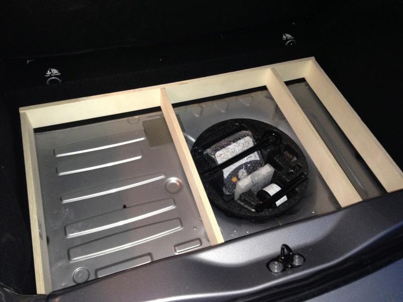 Rangement des câbles : Fabrication d'un double fond de coffre 0210