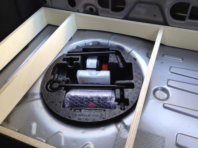 Rangement des câbles : Fabrication d'un double fond de coffre 0310
