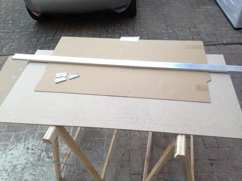Rangement des câbles : Fabrication d'un double fond de coffre 0410