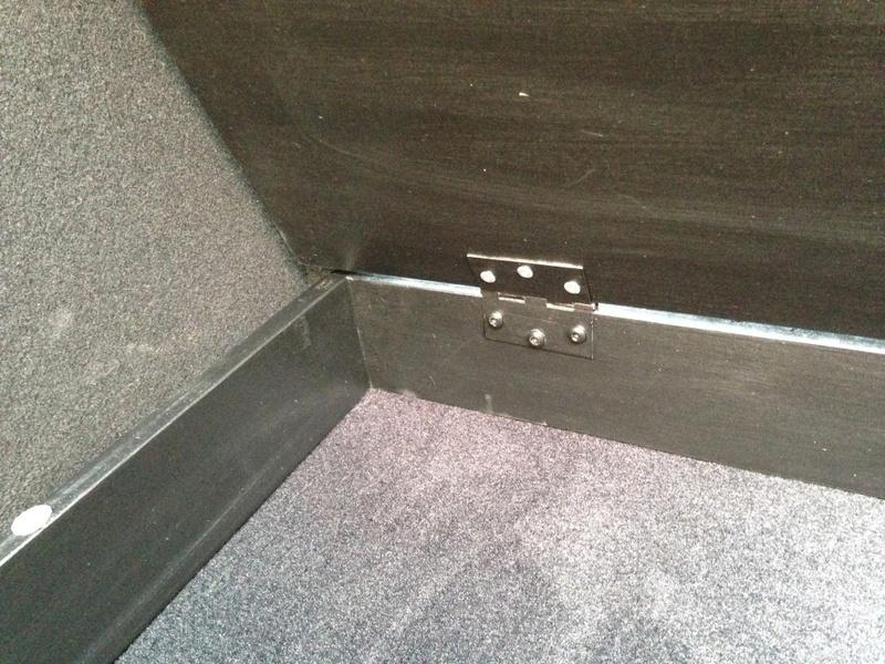 Rangement des câbles : Fabrication d'un double fond de coffre 1410