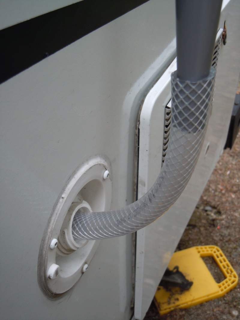 Remplissage du réservoir d'eau propre Dscn4812