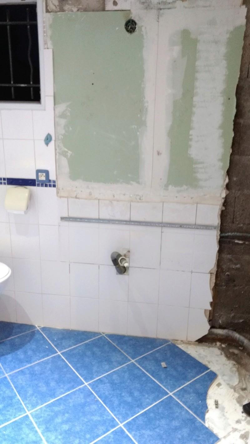 On fait péter la salle de bain  - Page 7 Img_2011