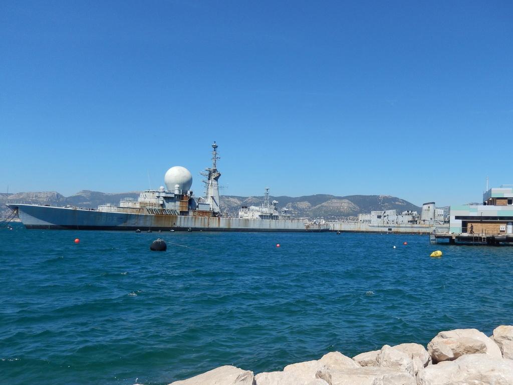 [LES PORTS MILITAIRES DE MÉTROPOLE] Mouvements de Bâtiments dans la rade de Toulon - Page 15 Dscn1913