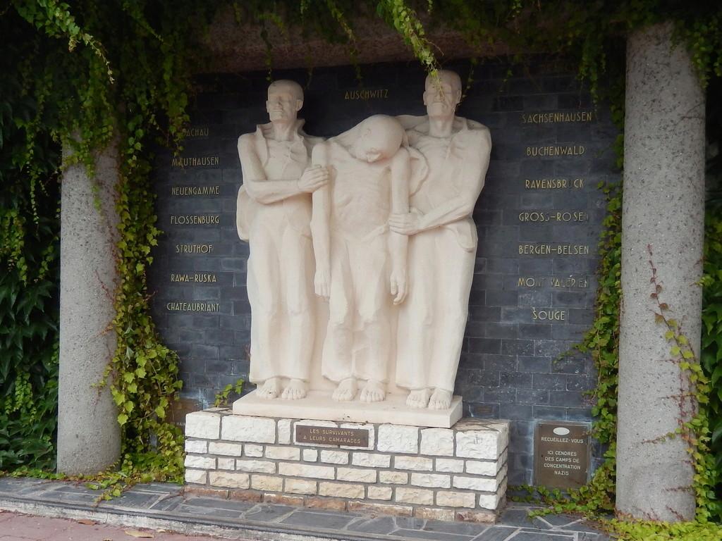 [Histoires et Histoire] Monuments aux morts originaux Français Tome 1 - Page 39 Dscn2912