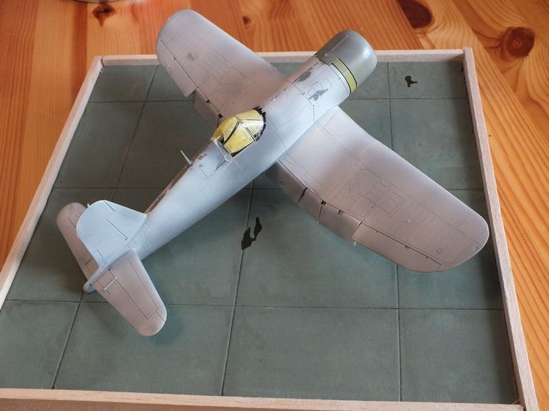 Corsair F4AU-1A 1/48 Tamiya réf.61070 décoration spécifique à mon pseudo............ - Page 2 Dscf1642