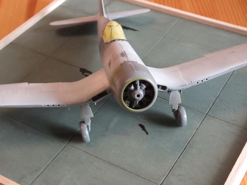 Corsair F4AU-1A 1/48 Tamiya réf.61070 décoration spécifique à mon pseudo............ - Page 2 Dscf1644