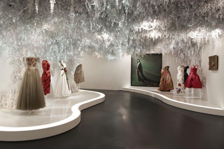 La mode se la joue intello Dior-e10