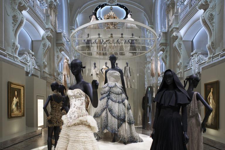 La mode se la joue intello Dior-e11