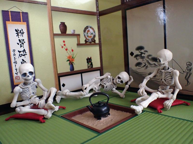 [Toys divers] 2 squelettes à la plage Annabe11