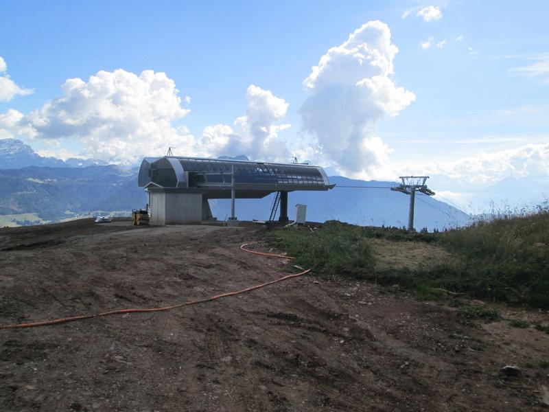 Construction du télésiège débrayable 4 places Le Fer-Brion-Tête d'Ai à Leysin VD Suisse (TSD4) - Page 2 Img_2117