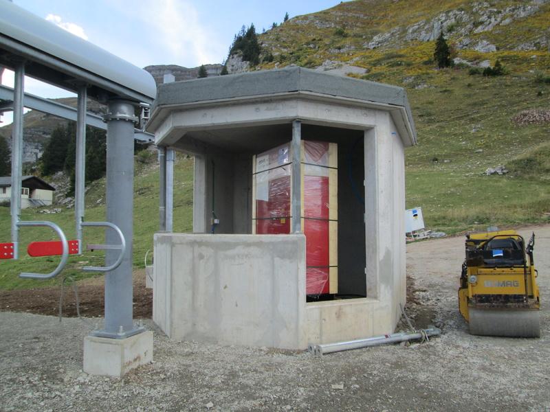 Construction du télésiège débrayable 4 places Le Fer-Brion-Tête d'Ai à Leysin VD Suisse (TSD4) - Page 2 Img_2119