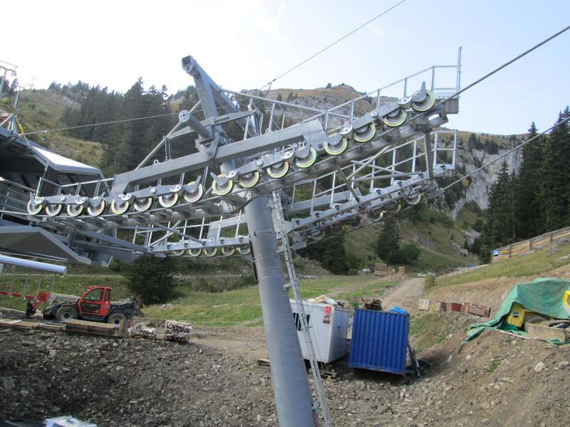 Construction du télésiège débrayable 4 places Le Fer-Brion-Tête d'Ai à Leysin VD Suisse (TSD4) - Page 2 Img_2130