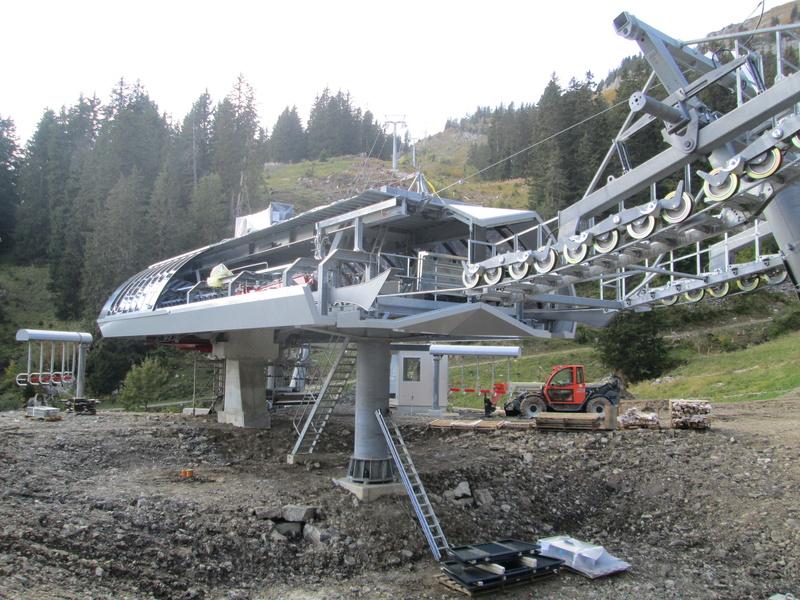 Construction du télésiège débrayable 4 places Le Fer-Brion-Tête d'Ai à Leysin VD Suisse (TSD4) - Page 2 Img_2131