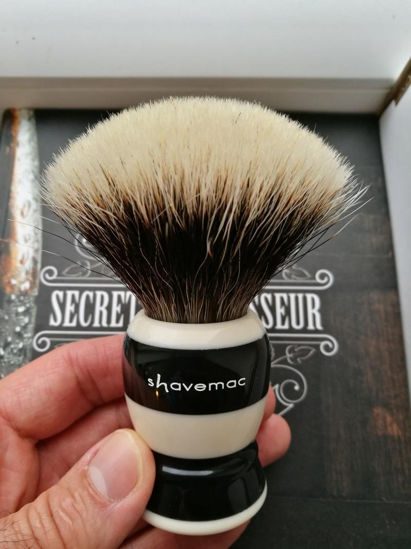 Qui serait partant pour un blaireau  shavemac  ? Img_2019