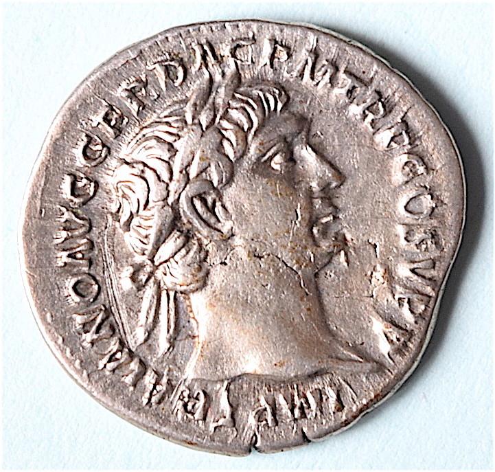 Trajan au Virtus, mais revers bizarre ... ? faux ou variante Dsc_1311