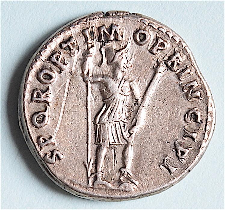Trajan au Virtus, mais revers bizarre ... ? faux ou variante Dsc_1312
