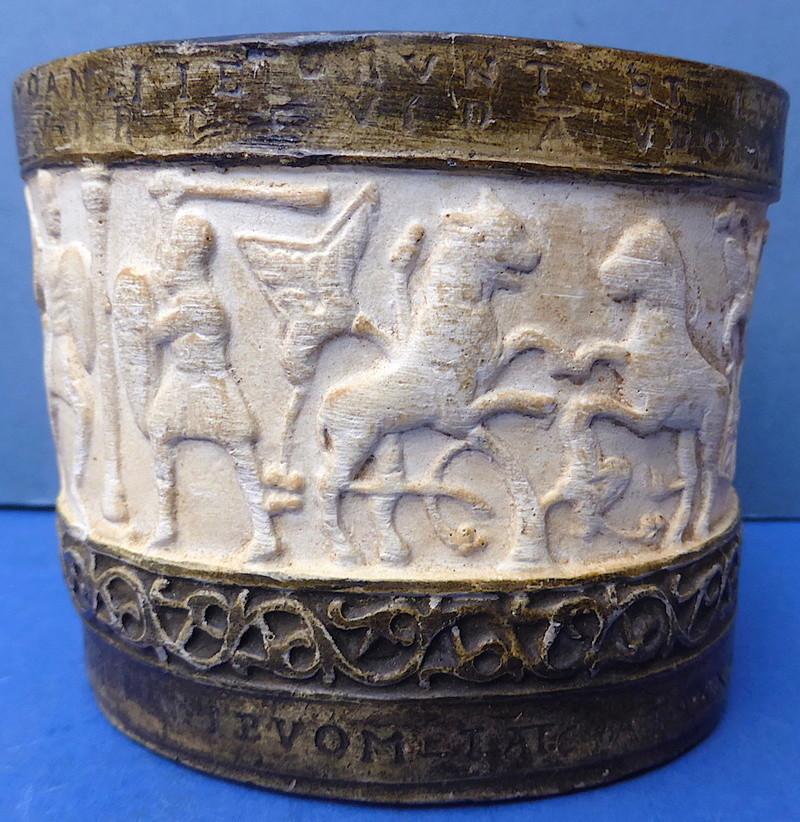 Unusual Ancient Style Pot P1350912