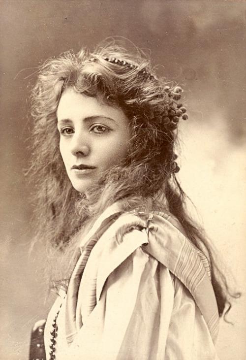 100-летние фотографии самых красивых женщин тех времен. A_ii10