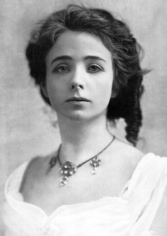 100-летние фотографии самых красивых женщин тех времен. A_ii_210