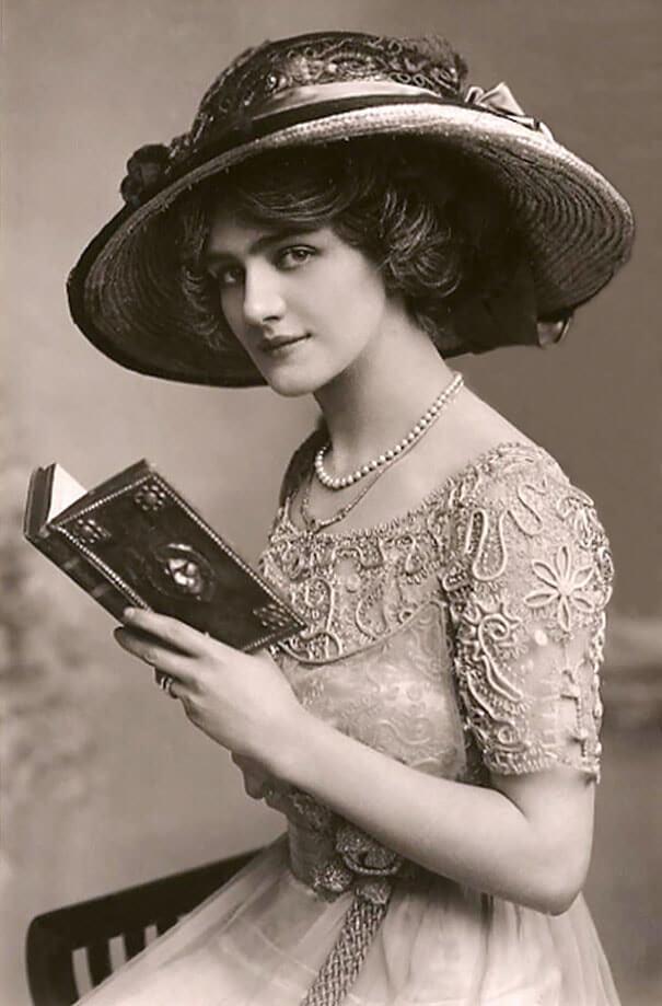 100-летние фотографии самых красивых женщин тех времен. Aa_ia10
