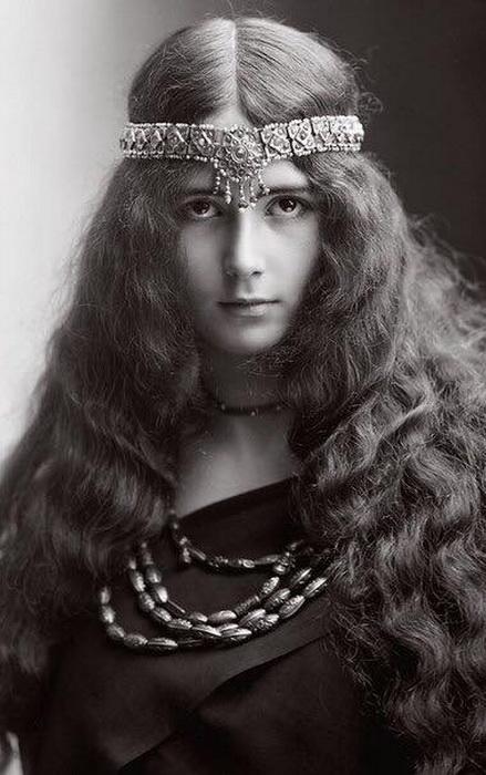 100-летние фотографии самых красивых женщин тех времен. Ea_e_e10