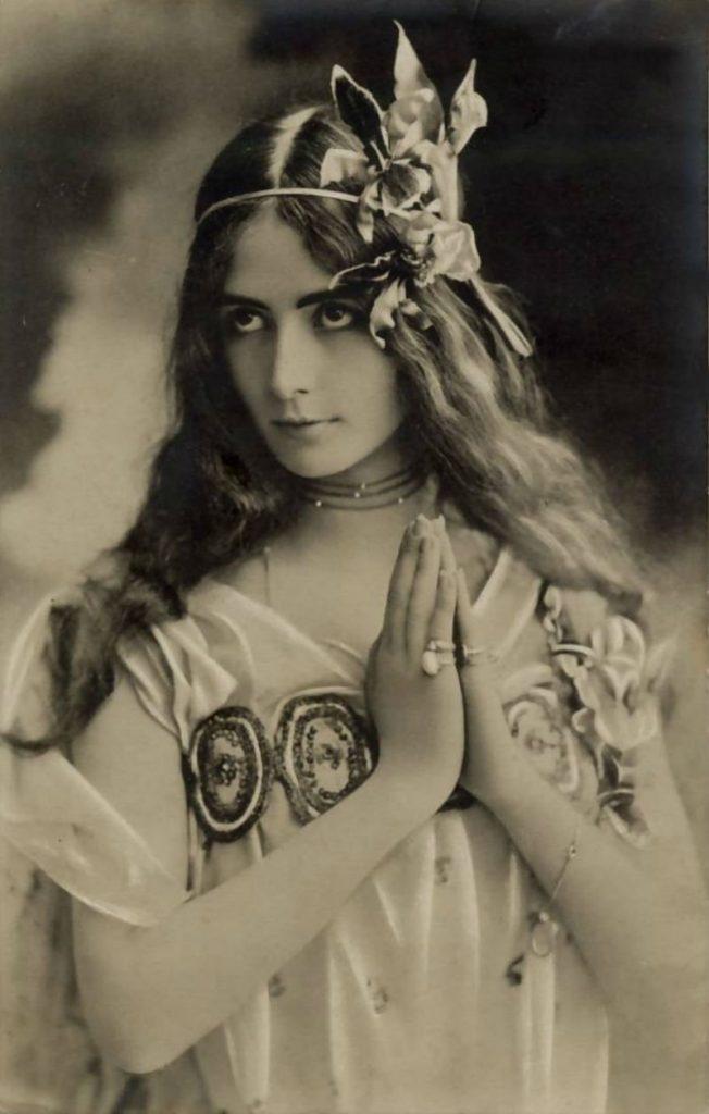 100-летние фотографии самых красивых женщин тех времен. Ea_e_e11