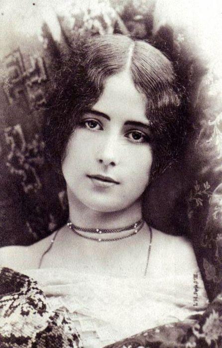 100-летние фотографии самых красивых женщин тех времен. Ea_e_e12