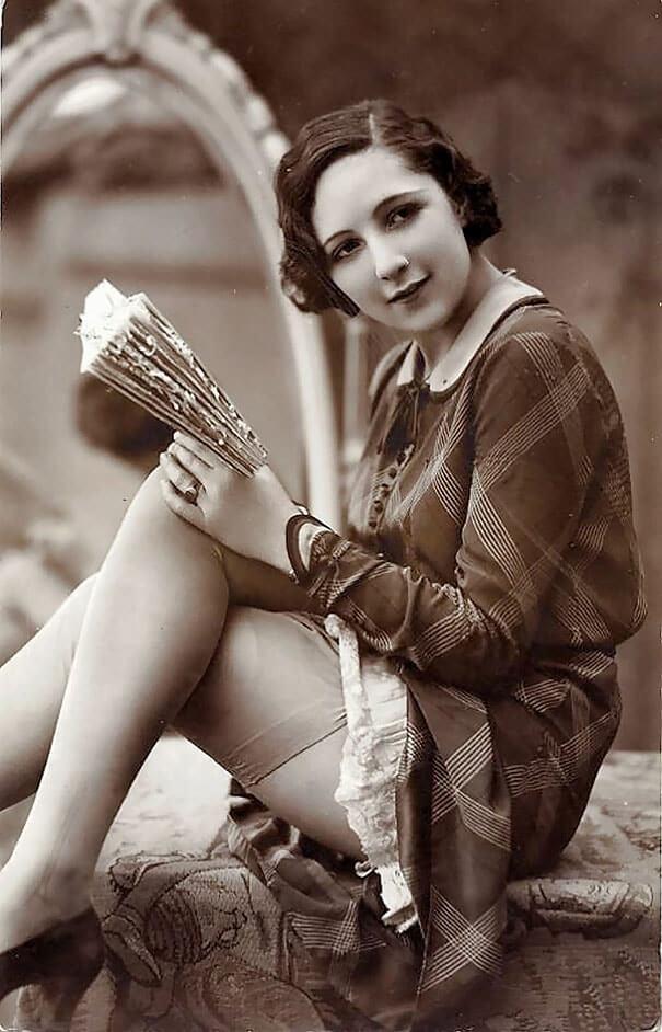 100-летние фотографии самых красивых женщин тех времен. Eaeiiz11