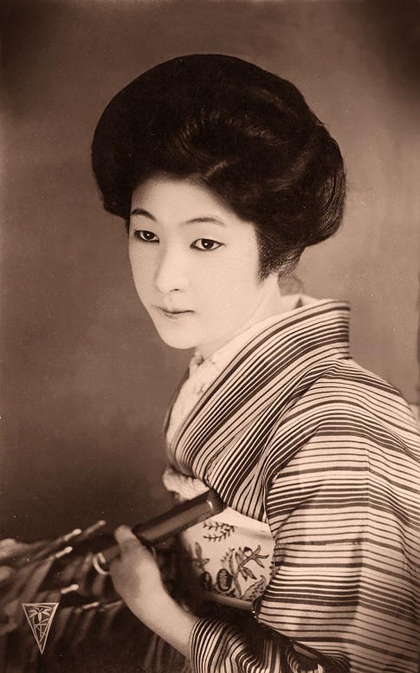 100-летние фотографии самых красивых женщин тех времен. Eaeiiz12