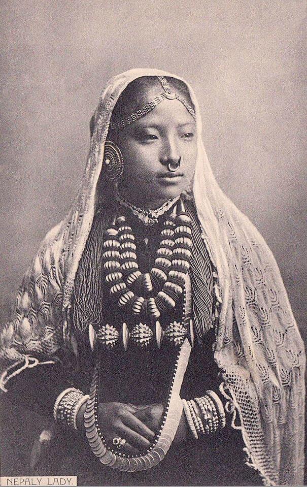 100-летние фотографии самых красивых женщин тех времен. Eaie_e10