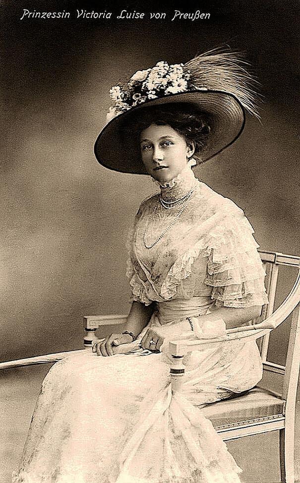 100-летние фотографии самых красивых женщин тех времен. Eazoei10