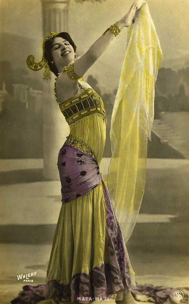 100-летние фотографии самых красивых женщин тех времен. I_aea10