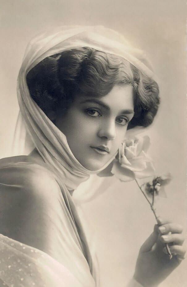 100-летние фотографии самых красивых женщин тех времен. Oai_ei10