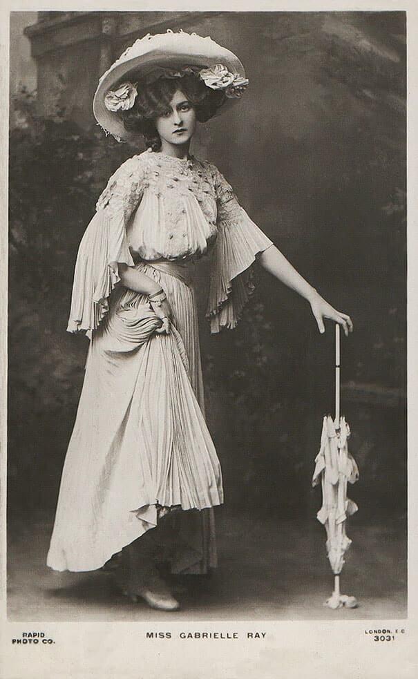 100-летние фотографии самых красивых женщин тех времен. Oeaa_o10