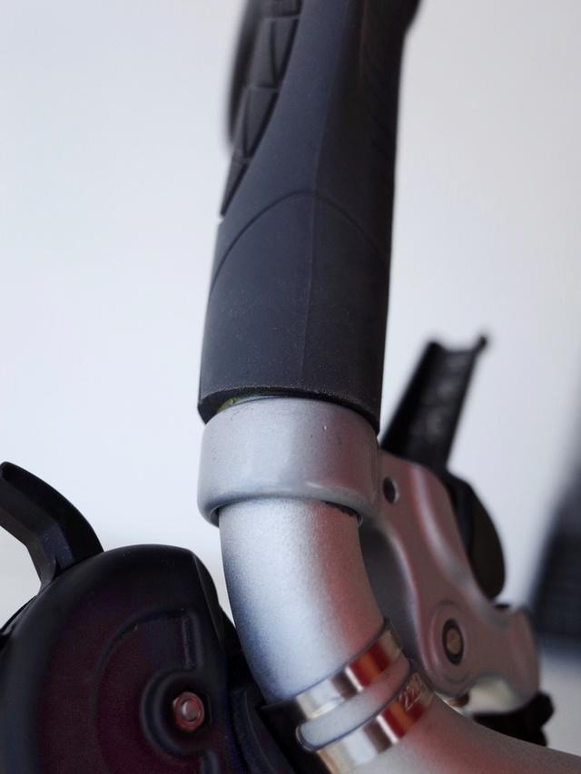 Poignées de guidon ergonomiques et extensions de poignée (bar-end) - Page 12 R0105415