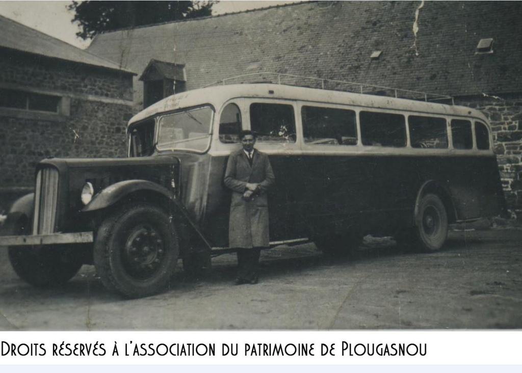 """Musée autos """"les vieilles soupapes"""" à Plougasnou (Finistère) 1354"""
