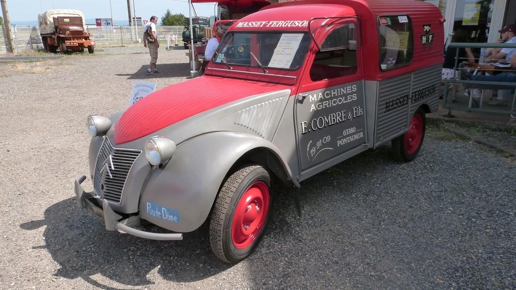 63 - RIOM : concentration de véhicules publicitaires les 26-27 Août 2017 1512
