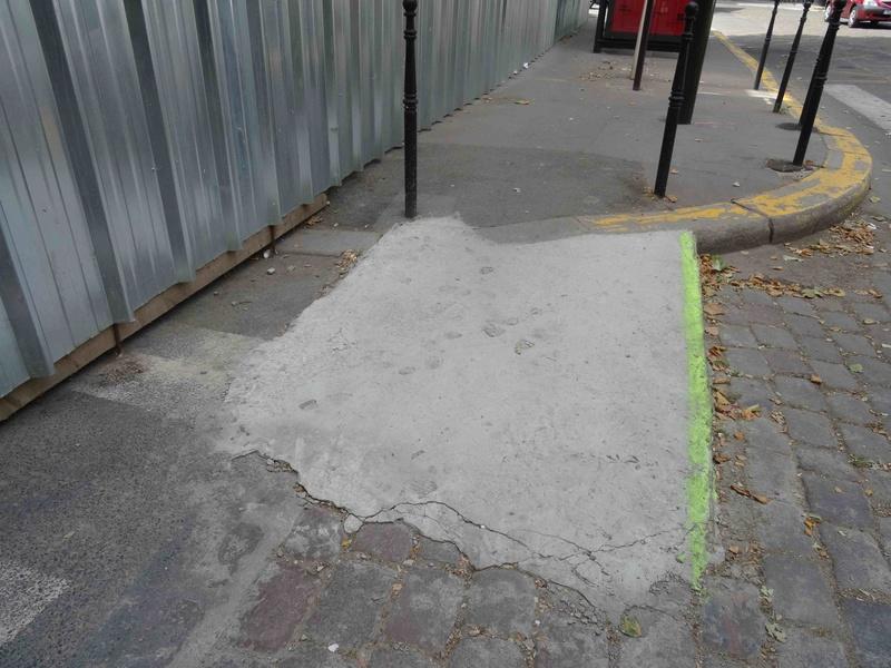 Problèmes de déplacement des handicapés dans le quartier Dsc02151