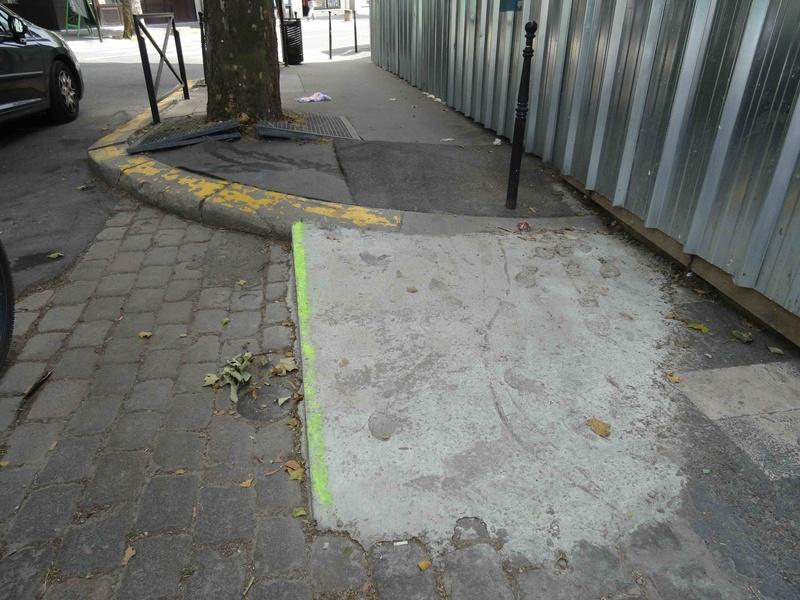 Problèmes de déplacement des handicapés dans le quartier Dsc02152